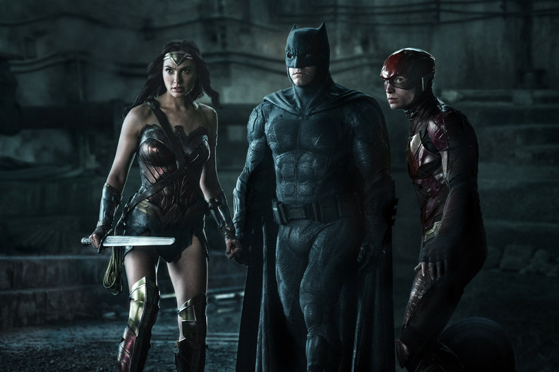 """Przeklinający siarczyście Batman? Tego jeszcze nie było. Ale wkrótce może się to zmienić. Wszystko za sprawą przygotowywanej przez Zacka Snydera reżyserskiej wersji filmu """"Liga Sprawiedliwości"""" z 2017 roku, która pojawi się na HBO Max w formie miniserialu. Reżyser zapewnia, że podkręcona"""" zostanie w nim przemoc, a także pojawią się przekleństwa. Jest przekonany, że film otrzyma kategorię wiekową """"tylko dla dorosłych""""."""