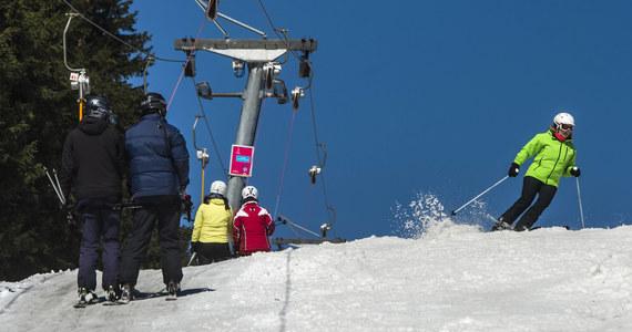 W Czechach od piątku zaczną działać ośrodki narciarskie i tego dnia rozpoczną się kontrole zagranicznych narciarzy, którzy muszą mieć przy sobie negatywny wynik testu PCR na koronawirusa - zapowiedział po obradach Centralnego Sztabu Kryzysowego szef MSW Jan Hamaczek.