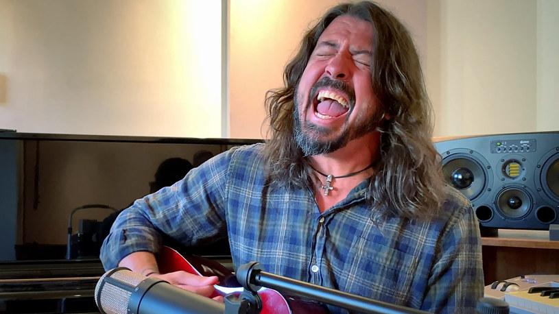 Spencer Elden, który znalazł się nago na okładce kultowego albumu, domaga się, aby zaprzestano ukazywania go całkiem rozebranego na okładce. Ostatnio prosił nawet, by Nirvana.. przestała ją wydawać w tej formie. Co ciekawe, Dave Grohl, perkusista Nirvany, jest przychylny temu pomysłowi!