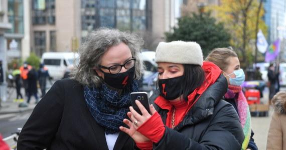 Liderka Strajku Kobiet Marta Lempart uzyskała dodatni wynik testu na koronawirusa - poinformował w środę Onet, który rozmawiał z aktywistką. Lempart powiedziała portalowi, że nic niepokojącego z jej zdrowiem się nie dzieje.