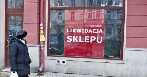 Coraz więcej polskich przedsiębiorców nie widzi szans przetrwania koronakryzysu. Według nowego badania Krajowego Rejestru Długów (KRD), wielu obawia się, że ich firmy nie dotrwają do wiosny. Eksperci rzeczywiście oceniają, że dopiero w maju możliwe jest przyspieszenie w inwestycjach i zwiększenie zatrudnienia w małych i średnich firmach.