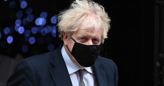 Brytyjski premier Boris Johnson przekonywał w środę, że mniejsze i krótsze święta Bożego Narodzenia będą bezpieczniejsze oraz wezwał, aby ograniczyć świąteczne plany do niezbędnego minimum, nawet jeśli przepisy będą pozwalały na więcej.