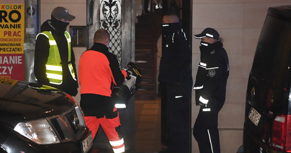36-latek, który wczoraj zabarykadował się z 4,5-letnim synem w pokoju mieszkania w kamienicy w Przemyślu (Podkarpackie), został przewieziony do szpitala. Dziecko po ponad sześciu godzinach negocjacji uwolnili policyjni kontrterroryści. Mężczyzna miał zakaz kontaktowania się z konkubiną.