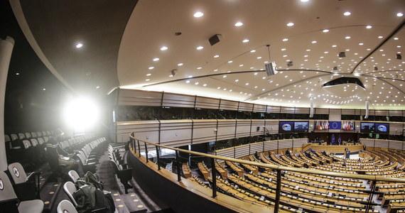Po środowej zgodzie Parlamentu Europejskiego kraje członkowskie w ramach Rady UE przyjęły w czwartek rozporządzenie określające budżet unijny na lata 2021-2027.