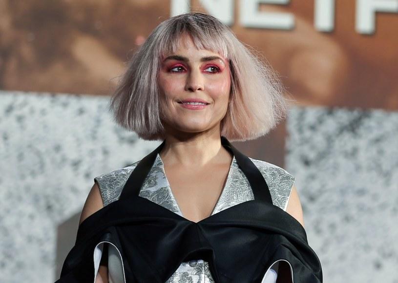 Urodzona w Szwecji Noomi Rapace będzie kolejną aktorką, która w swoim CV będzie mogła wpisać, że zagrała jedną z najsłynniejszych postaci światowej literatury. Po roli hakerki Lisbeth Salander w filmowych ekranizacjach powieści Stiega Larssona, tym razem wcieli się rolę duńskiego księcia Hamleta.