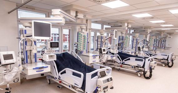 Ministerstwo Zdrowia informuje o 11 013 nowych przypadkach zakażenia koronawirusem. Ostatniej doby zmarło 426 chorych na Covid-19. Bilans epidemii koronawirusa w Polsce to 1 182 864 zakażonych. Nie żyje 24 771 spośród nich.