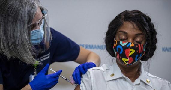 Panel doradców amerykańskiej Agenci Żywności i Leków (FDA) jednogłośnie opowiedział się za dopuszczeniem w trybie ratunkowym szczepionki przeciwko Covid-19 firmy Moderna.