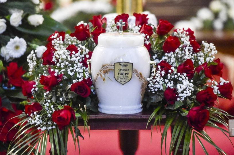 Odbył się pogrzeb Agnieszki Fatygi, znanej aktorki i piosenkarki. Uroczystość zorganizowano dopiero 1,5 miesiąca po śmierci artystki.