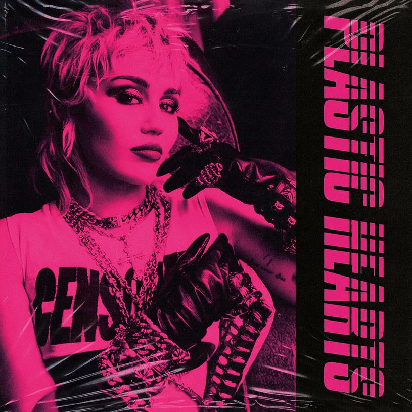 Wśród wielu wokalistek nastała moda na taneczne brzmienia. Miley Cyrus poszła w trochę innym kierunku i chyba sama nie do końca rozumie, co zrobiła.