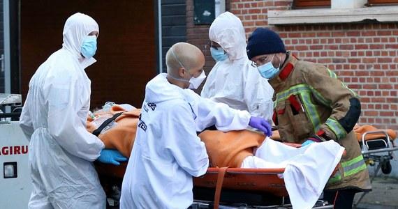"""Władze Belgii zdecydowały o wprowadzeniu od 25 grudnia dodatkowych obostrzeń w związku z epidemią Covid-19. """"Możemy mieć początek trzeciej fali, ale możemy tego uniknąć"""" - powiedział premier Alexander De Croo."""
