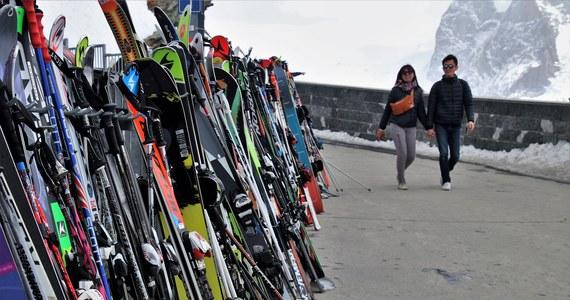 Co najmniej do stycznia zamknięte będą wyciągi narciarskie we Francji, Niemczech i we Włoszech. Otwarte pozostają ośrodki narciarskie w Szwajcarii. Korzystać można też z wyciągów w Czechach i na Słowacji, ale z licznymi ograniczeniami - narciarze muszą mieć negatywny wynik testu na obecność koronawirusa.