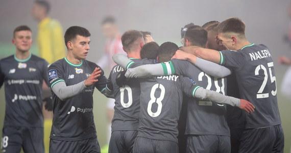 """Lechia Gdańsk pokonała 3-0 Cracovię w meczu Ekstraklasy. """"Pasy"""" kończyły mecz w dziesiątkę po czerwonej kartce dla Gardawskiego."""
