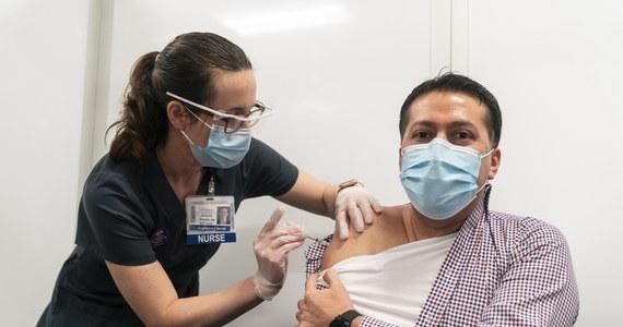 W Kalifornii niektórzy zamożni mieszkańcy oferują pieniądze, by znaleźć się wśród pierwszych osób, które otrzymają szczepionkę przeciw Covid-19. Priorytetowy dostęp mają do niej obecnie w tym stanie jedynie pracownicy służby zdrowia.