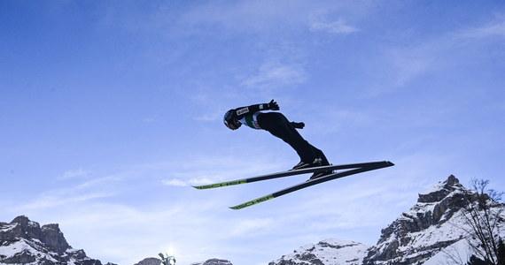 """W Engelbergu dzisiaj druga odsłona rywalizacji w Pucharze Świata w skokach narciarskich. Polacy zwykle dobrze spisują się w Szwajcarii - i nie inaczej jest tym razem. W sobotnim konkursie Kamil Stoch był drugi, a w pierwszej """"10"""" uplasowało się jeszcze trzech biało-czerwonych."""
