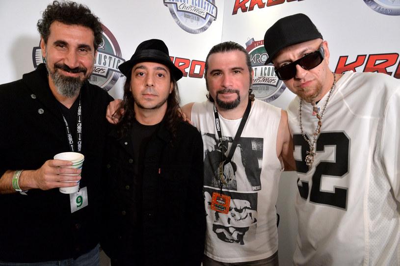 Serj Tankian jeszcze niedawno miał nadzieję, że napisane przez niego nowe utwory doprowadzą do reaktywacji System of a Down i pojawią się na nowej płycie tego kalifornijskiego zespołu. Wspólne granie po 15 latach przerwy szybko jednak ujawniło, że muzycy są ze sobą tak bardzo skłóceni, że na dłuższą metę nie potrafią działać. Tankian postanowił więc działać samodzielnie, ale wysłał przy tym sygnał do swoich kolegów, że są dla niego ważni.