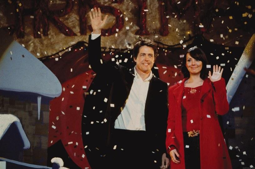 """Pieczenie pierników, kupowanie i ubieranie choinki, gotowanie świątecznych dań. Sposobów na to, by powoli tworzyć w domu klimat zbliżającego się Bożego Narodzenia jest mnóstwo. Jednym z nich jest też oglądanie świątecznych filmów. Od takich klasyków jak """"To właśnie miłość"""" po """"Elfa"""". Gwiazdy zdradzają tytuły ulubionych filmów, bez których nie wyobrażają sobie świąt."""