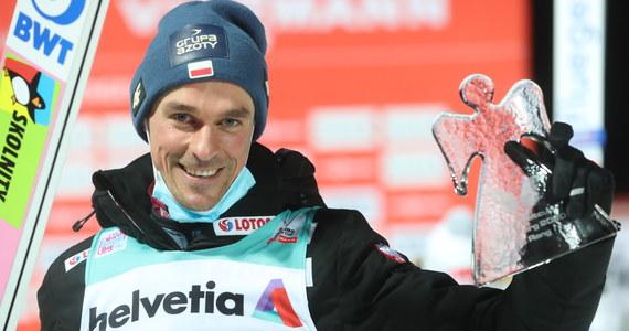 Piotr Żyła zajął trzecie miejsce w niedzielnym konkursie Pucharu Świata w skokach narciarskich w Engelbergu. Norweg Halvor Egner Granerud wygrał, a Niemiec Markus Eisenbichler był drugi.