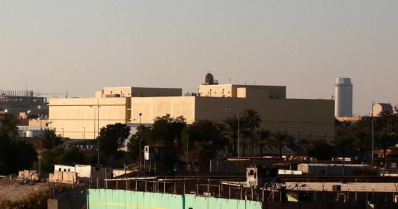 Co najmniej trzy pociski rakietowe odpalone z wyrzutni typu Katiusza spadły w niedzielę na tzw. zieloną strefę w Bagdadzie - podała agencja Reutera powołując się na źródła w irackich służbach bezpieczeństwa. Celem ataku, w którym nie odnotowano ofiar, była ambasada USA.