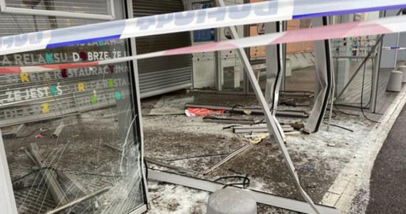 Policja szuka sprawców, którzy zrabowali kosztowności ze sklepu jubilerskiego w Gdańsku. Do zuchwałego napadu doszło nad ranem.