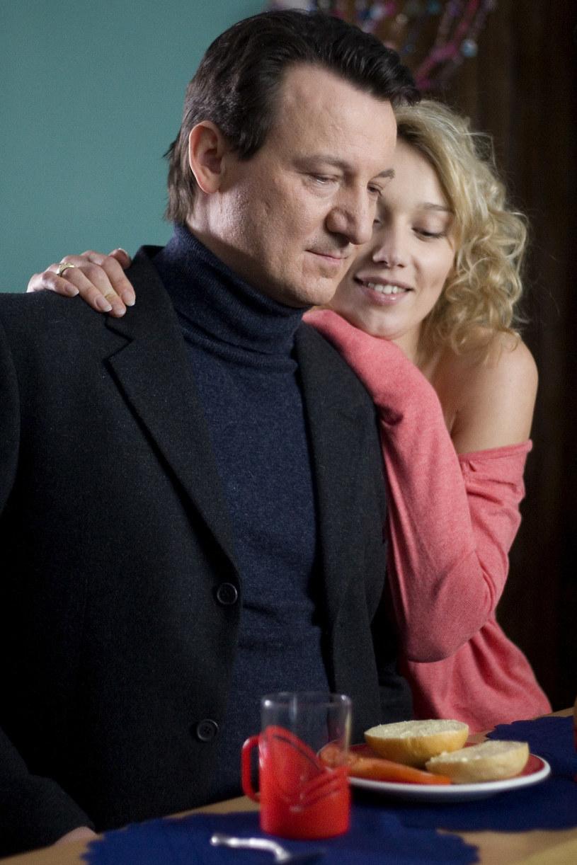 """Dokładnie 10 lat temu - 25 grudnia 2010 - na ekrany polskich kin trafił film Tadeusza Króla """"Zwerbowana miłość"""". Scenariusz filmu oparty był na autentycznych wydarzeniach, które rozegrały się w 1989 roku."""