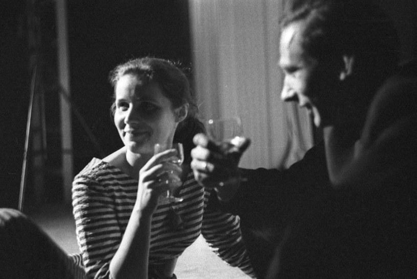 """25 grudnia o godz. 20.15 TVP1 wyemituje pierwszy odcinek biograficznego serialu """"Osiecka"""", opowiadający historię tytułowej poetki, autorki tekstów i pisarki. Nie wszyscy jednak wiedzą, że Agnieszka Osiecka była też reżyserką kilku filmów."""