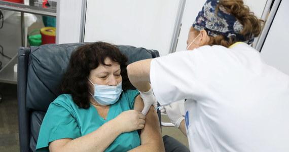 Szef BioNTech Ugur Sahin powiedział w poniedziałek w wywiadzie dla Bild TV, że jest przekonany, iż szczepionka opracowana przez jego firmę i Pfizera będzie skuteczna na nowy szczep koronawirusa, który pojawił się w Wielkiej Brytanii.