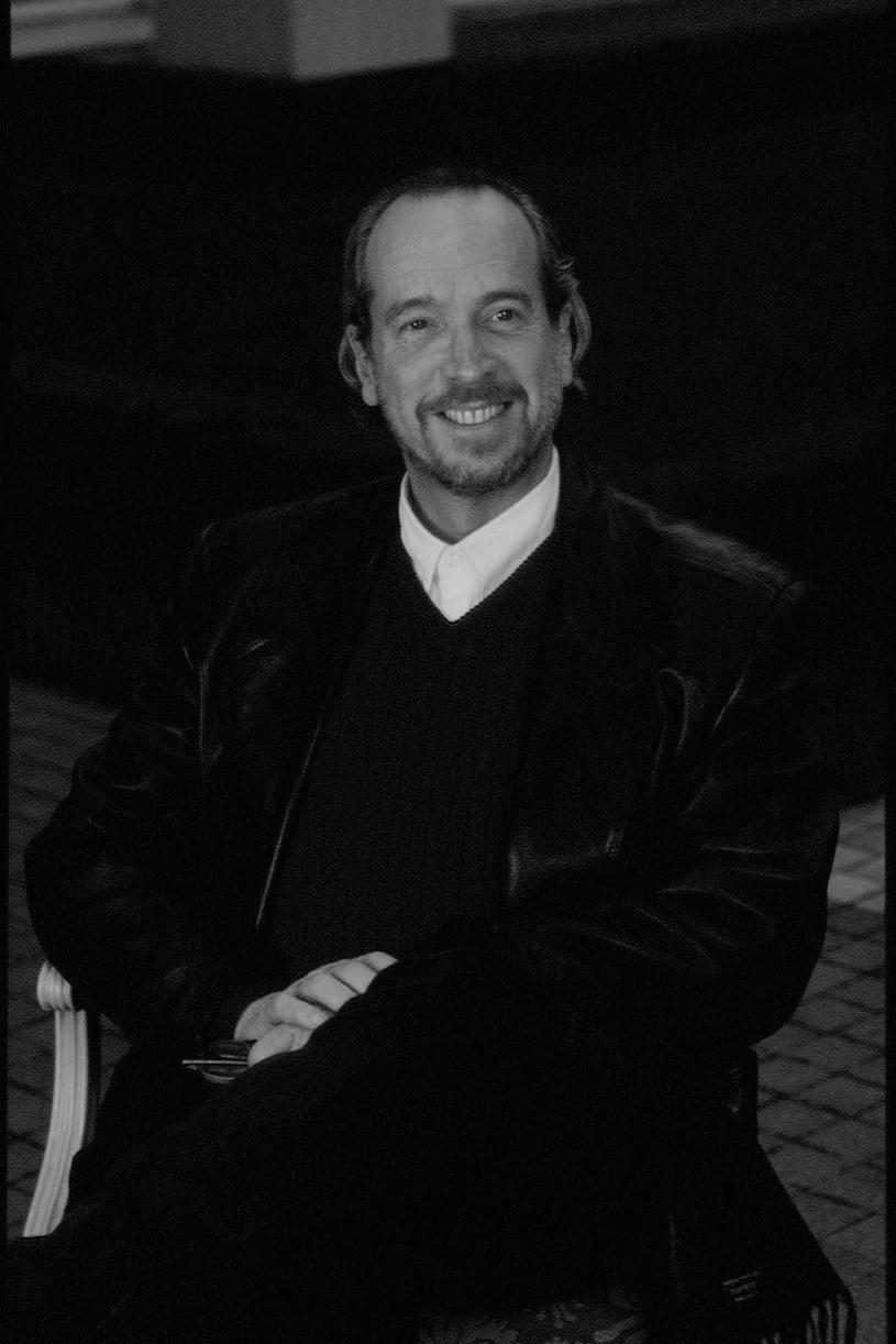 """W wieku 77 lat w swoim domu w Bangkoku zmarł producent filmowy David Giler, który był związany z filmową serią filmów """"Obcy"""", zapoczątkowaną przez film Ridleya Scotta. Jako producent pracował też m.in. przy """"Skarbonce"""" z Tomem Hanksem czy serialem """"Opowieści z krypty"""". Powodem śmierci Gilera, o której poinformował jego rzecznik, Jeff Sanderson, był nowotwór."""