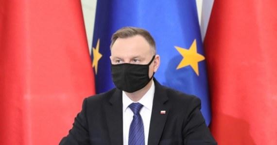 Jestem gotów się zaszczepić i wezmę udział Narodowym Programie Szczepień; uważam, że tego wymaga w tej sytuacji zdrowy rozsądek - powiedział we wtorek prezydent Andrzej Duda.