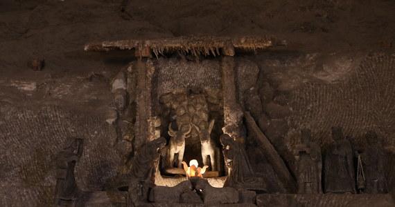 Wyjątkowa Górnicza Pasterka w Wigilię o 8 rano dla każdego. W liturgii w wielickiej kopalni soli od kilku lat uczestniczą nie tylko górnicy. Kaplica św. Kingi w wigilijny poranek wypełniała się  mieszkańcami regionu i przyjezdnymi z dalszych miejscowości. W tym roku z uwagi na obostrzenia Pasterka odbędzie się w małym gronie, ale po raz pierwszy w tej wyjątkowej podziemnej mszy uczestniczyć będzie można za pośrednictwem internetu.