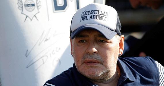 Sekcja zwłok Diego Maradony nie wykazała, aby zmarły pod koniec listopada były argentyński piłkarz zażywał przed śmiercią narkotyki. Dokument medycyny sądowej, na który powołują się media w Argentynie i Hiszpanii, wykluczył też obecność we krwi zmarłego alkoholu.
