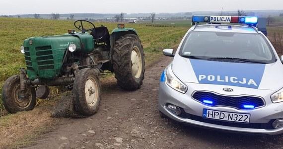 Ponad dwa promile alkoholu w organizmie miał 36-letni mężczyzna, który w okolicach miejscowości Krupe w woj. lubelskim uruchomił na polu ciągnik, ale nie wsiadł do niego. Ciągnik jeździł po polu bez kierowcy, a potem przejechał przez drogę wojewódzką.