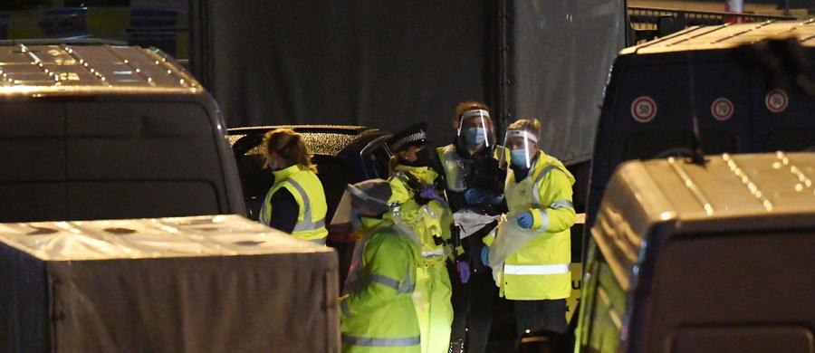Najwyższą od początku pandemii liczbę nowych zakażeń koronawirusem - 39 237 - wykryto w ciągu ostatniej doby w Wielkiej Brytanii. Na Covid-19 zmarło 744 kolejnych chorych - poinformował po południu brytyjski rząd.