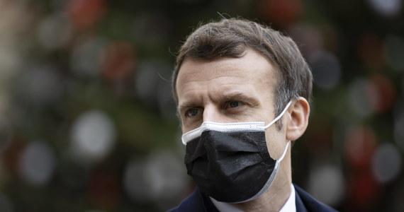 Prezydent Francji Emmanuel Macron, który zakaził się koronawirusem, nie ma już żadnych objawów chorobowych i może zakończyć przepisane mu na siedem dni odosobnienie - poinformował w czwartek urząd prezydencki.