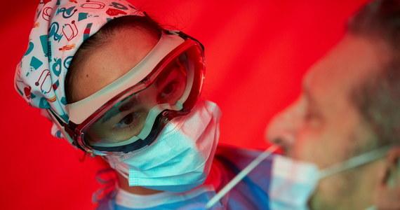 """""""Od poniedziałku do marca wszystkie osoby przyjeżdżające do Turcji muszą przedstawić negatywny wynik testu na koronawirusa przeprowadzonego w ciągu 72 godzin przed ich przybyciem"""" - poinformował minister zdrowia Turcji Fahrettin Koca."""