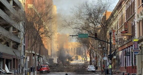 W dzień po eksplozji w centrum Nashville, gubernator Tennessee Bill Lee zwrócił się do prezydenta USA Donalda Trumpa o pomoc federalną. Wybuch uszkodził dziesiątki budynków. Policja w Nashville współpracuje z Waszyngtonem, aby znaleźć sprawcę wybuchu.