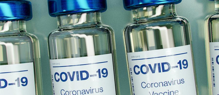 Eksperci przekonują, że szczepienie jest jedynym racjonalnym wyborem, dzięki któremu będziemy mogli szybciej wrócić do normalności. Europejska Agencja Leków (EMA) wydając pozytywną opinię dla pierwszej szczepionki przeciw Covid-19 podkreśliła, że w badaniach wykazano jej skuteczność i bezpieczeństwo. Tymczasem wciąż wielu Polaków ma w tej kwestii wiele pytań i wątpliwości.