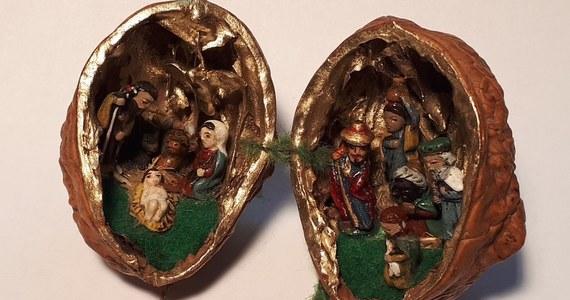 Zakupy, gotowanie, przyozdabianie domu - właśnie tak wyglądają przygotowania do świąt Bożego Narodzenia. Okazuje się, że polskie rody magnackie miały podobne zadania. Nasza dziennikarka zajrzała do pałacu w Nieborowie w Łódzkiem, dziś oddziału Muzeum Narodowego, który przez 170 lat był siedzibą rodziny Radziwiłłów. Ostała się tu jedna z niewielu pamiątek - unikatowa mała szopka bożonarodzeniowa w łupinie orzecha włoskiego.