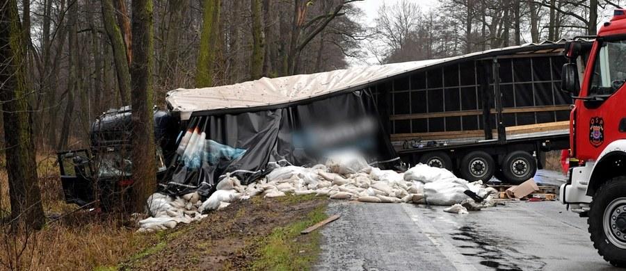 Jedna osoba zginęła w wypadku w Nieporęcie (woj. mazowieckie). Auto osobowe zderzyło się tam z ciężarowym.