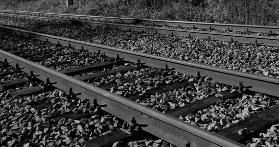 Dwóch nastolatków zostało potrąconych przez pociąg tej nocy we Wrocławiu. Chłopcy zginęli na miejscu.