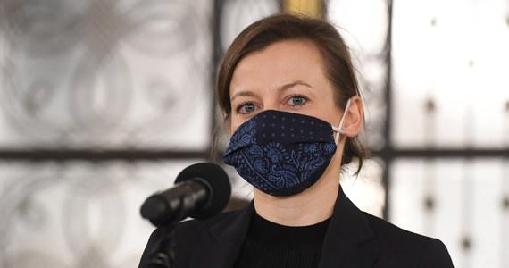 Mecenas Zuzanna Rudzińska-Bluszcz jest wspólną kandydatką KO, Lewicy i Polski 2050 Szymona Hołowni na Rzecznika Praw Obywatelskich - ogłosili liderzy ugrupowań na wspólnej konferencji prasowej, chwaląc kandydatkę za to, że łączy i ma doświadczenie w biurze RPO.