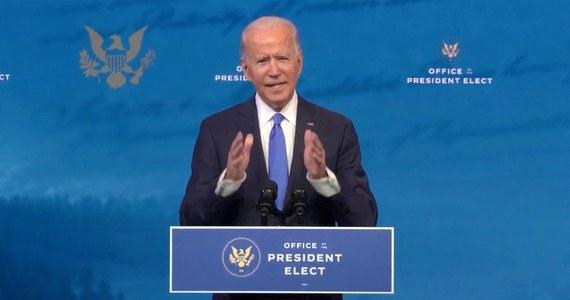 Amerykański prezydent elekt Joe Biden przedstawił swój plan walki z pandemią koronawirusa. Odchodzącemu prezydentowi Donaldowi Trumpowi nie szczędził przy tym słów krytyki za jego podejście do zagrożeń wynikających z rozprzestrzeniania się SARS-CoV-2. W ocenie Bidena Trump nie stanął na wysokości zadania, jeśli chodzi o walkę z epidemią.