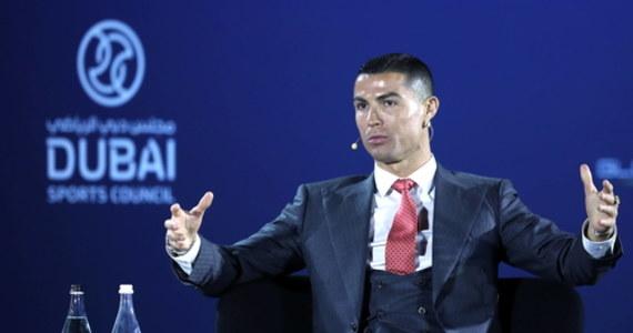 """Portugalski piłkarz Juventusu Turyn Cristiano Ronaldo, który w lutym skończy 36 lat, nie myśli jeszcze o zakończeniu kariery. """"Mam nadzieję grać jeszcze przez wiele, wiele lat, ale nigdy nic nie wiadomo"""" - powiedział pięciokrotny zdobywca Złotej Piłki."""