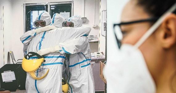 U 11 008 osób testy wykazały zakażenie koronawirusem. W ciągu ostatniej doby z powodu Covid-19 zmarło w Polsce 400 pacjentów. To najnowsze dane przekazane przez Ministerstwo Zdrowia. Najwięcej zachorowań stwierdzono na Mazowszu – 1453. Resort informuje także, że przeciw Covid-19 zaszczepiono dotąd w naszym kraju 47,6 tys. osób.