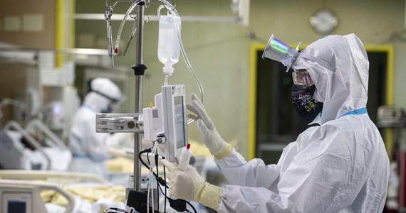 O 6 945 nowych zakażeniach koronawirusem i śmierci 102 chorych na Covid-19 poinformował dzisiaj resort zdrowia. Oznacza to, że liczba infekcji SARS-CoV-2 wykrytych w naszym kraju od początku pandemii przekroczyła 1,31 miliona, a całkowita liczba ofiar śmiertelnych sięga już 29 058.