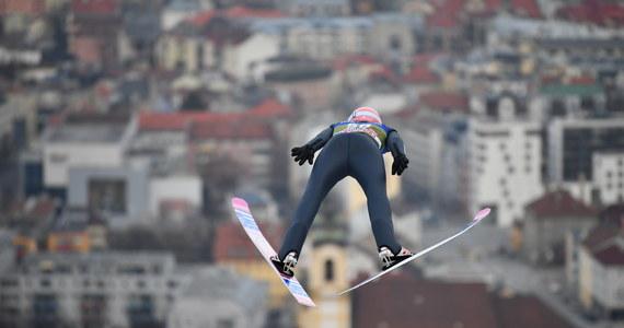 Polscy skoczkowie w komplecie awansowali do jutrzejszego konkursu Turnieju Czterech Skoczni w Innsbrucku. W kwalifikacjach do trzecich zawodów prestiżowego cyklu najlepiej spisał się w naszej ekipie Dawid Kubacki, który uzyskał trzeci wynik. Wygrał Norweg Halvor Egner Granerud, obecny lider klasyfikacji generalnej TCS.