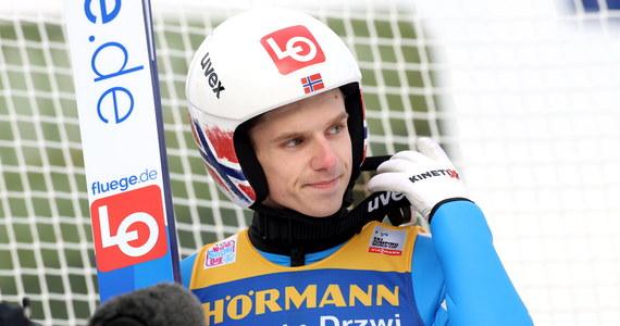 """Halvor Egner Granerud, wielki przegrany niedzielnego konkursu w Innsbrucku, wywołał w norweskich mediach poruszenie krytycznymi wypowiedziami o zwycięzcy Kamilu Stochu. """"Wcale nie skacze tak dobrze, tylko ma dobre wyniki"""" - miał powiedzieć norweski skoczek. Jego trener Alexander Stoeckl wezwał go na poważną rozmowę, która ma odbyć się w poniedziałek."""