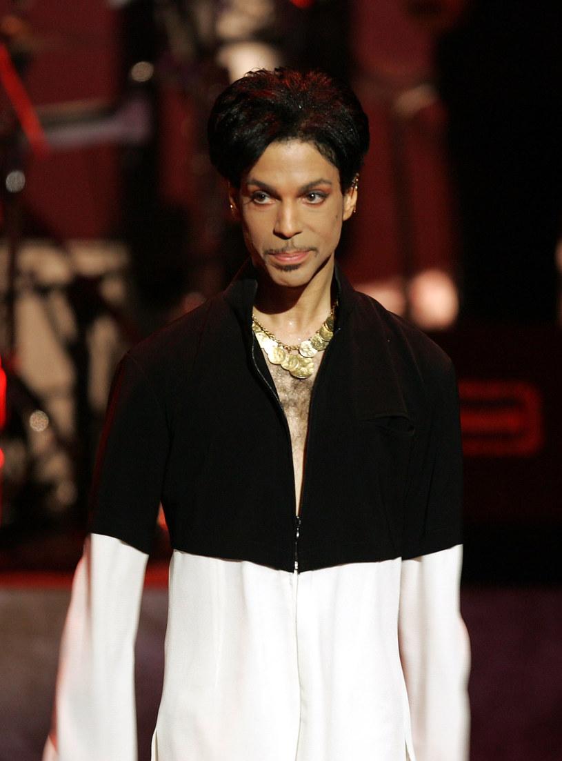 Amerykańskie media donoszą, że skarbówka domaga się od spadkobierców majątku Prince'a zapłaty ponad 32 milionów dolarów zaległego podatku. To jednak nie koniec kosztów, które rodzina słynnego muzyka może ponieść.