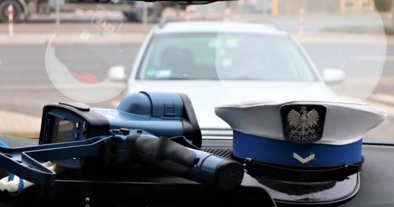 Sekcja zwłok kierowcy z Płocka, który zmarł w szpitalu po interwencji policjantów, nie wykazała urazów, które mogły prowadzić do zgonu - dowiedział się reporter RMF FM. Chodzi o 32-latka, który przed świętami, nie zatrzymał się do kontroli drogowej, potem szarpał się z funkcjonariuszami i zasłabł.