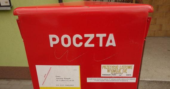 Krajowe Biuro Wyborcze wypłaciło Poczcie Polskiej i Państwowej Wytwórni Papierów Wartościowych rekompensaty za koszty poniesione w ramach przygotowań do prezydenckich wyborów-widmo z maja 2020 roku. Przygotowanie na maj wyborów w trybie korespondencyjnym – które ostatecznie się nie odbyły – polecił spółkom premier Mateusz Morawiecki. Teraz Poczta Polska otrzymała ponad 53 mln złotych rekompensaty, PWPW przyznano zaś ponad 3 mln złotych.