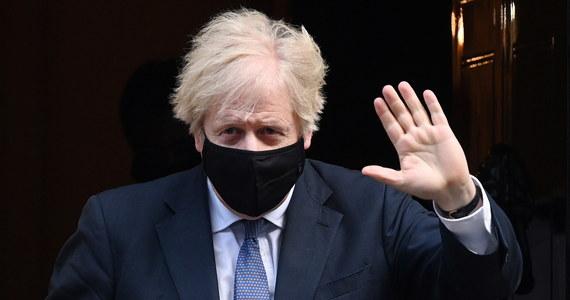 """Brytyjski premier Boris Johnson ostrzegł w środę opinię publiczną, że wychodzenie z nowego lockdownu w Anglii będzie się odbywać stopniowo - nie będzie ono """"wielkim wybuchem, lecz stopniowym rozpakowywaniem""""."""